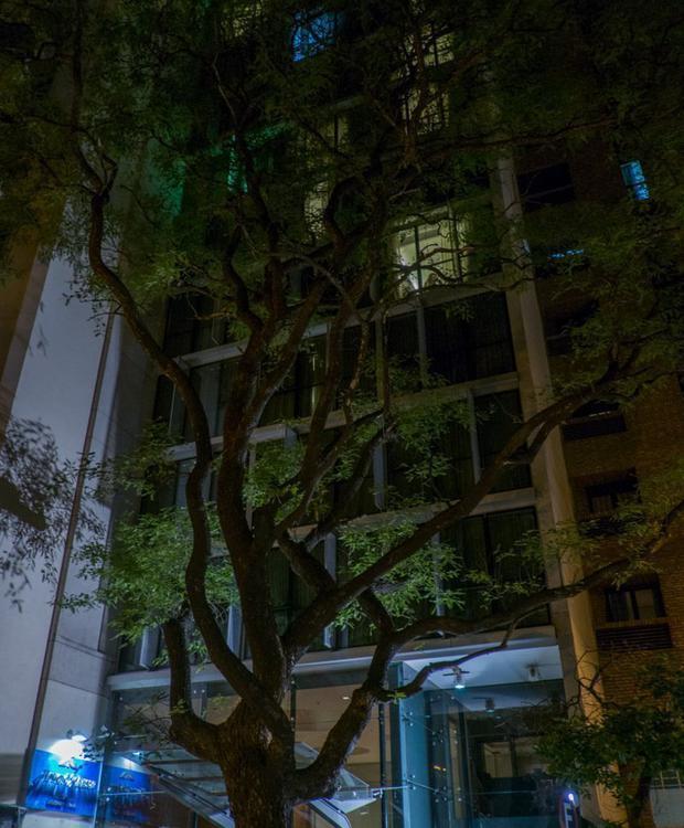 Ubicado en pleno centro de la ciudad de Córdoba. Howard Johnson Hotel & Suites Córdoba