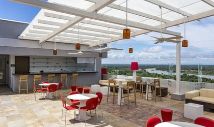 Terraza lounge bar hotel park inn by radisson barrancabermeja