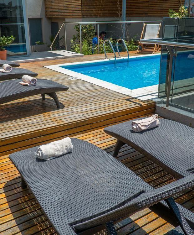 Piscina y espacio al aire libre, ideal para los días de verano. Howard Johnson Hotel & Suites Córdoba