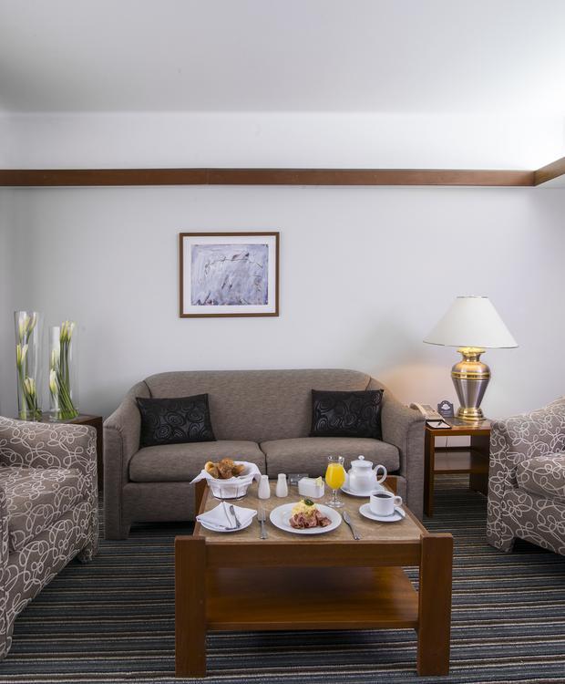 Sala Suite Sonesta Hotel El Olivar Lima