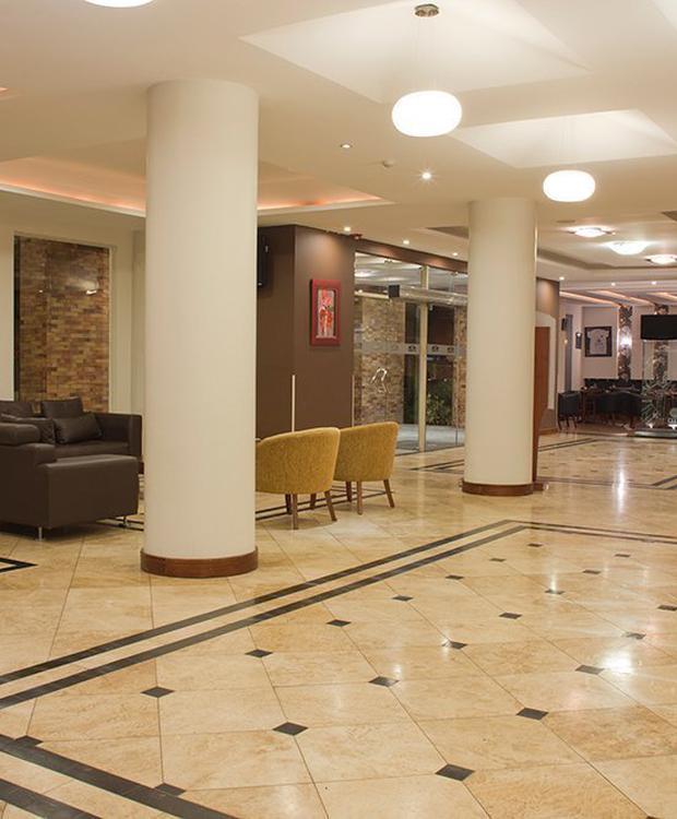 Lobby Hotel Howard Johnson Loja Loja
