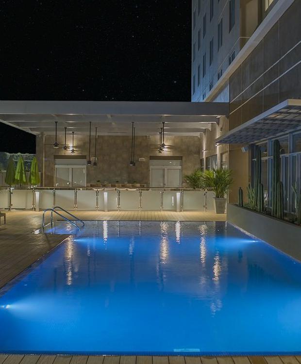 Piscina noche Hotel Hyatt Place Managua Managua