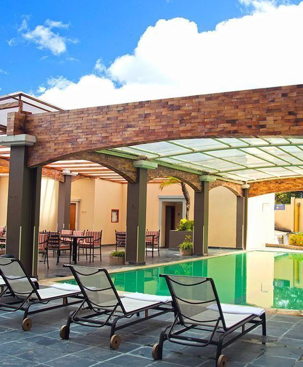 Terraza Hotel Howard Johnson Loja Loja