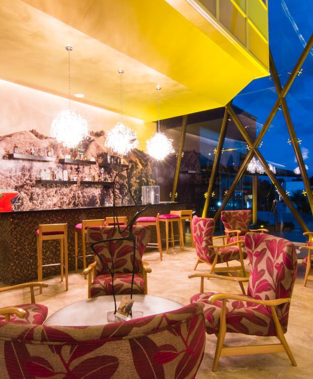 Lobby bar Sonesta Hotel Pereira Pereira