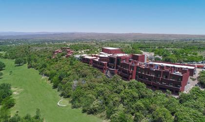 Panorámica pueblo nativo resort, golf & spa córdoba
