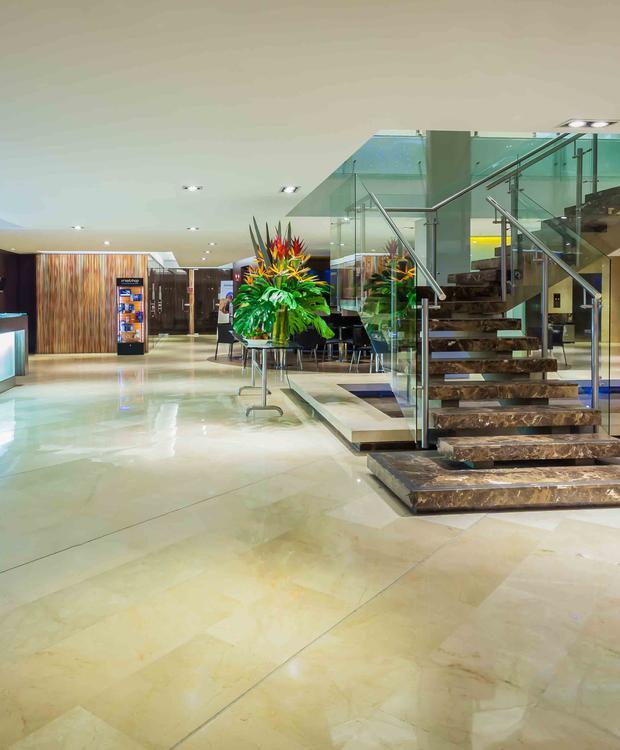 Lobby Four Points by Sheraton Cali