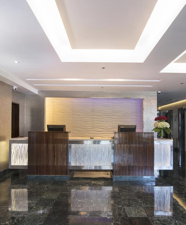 Recepción Sonesta Hotel El Olivar Lima