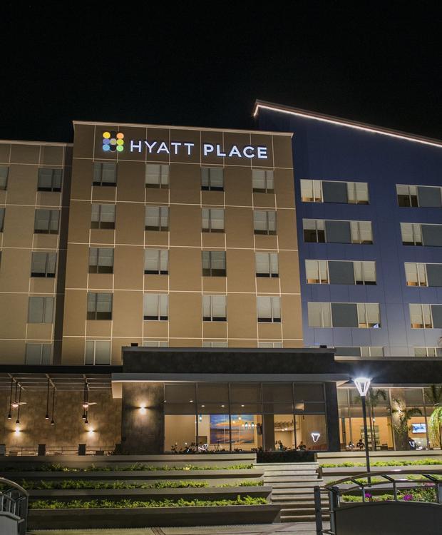 Fachada noche Hotel Hyatt Place Managua Managua