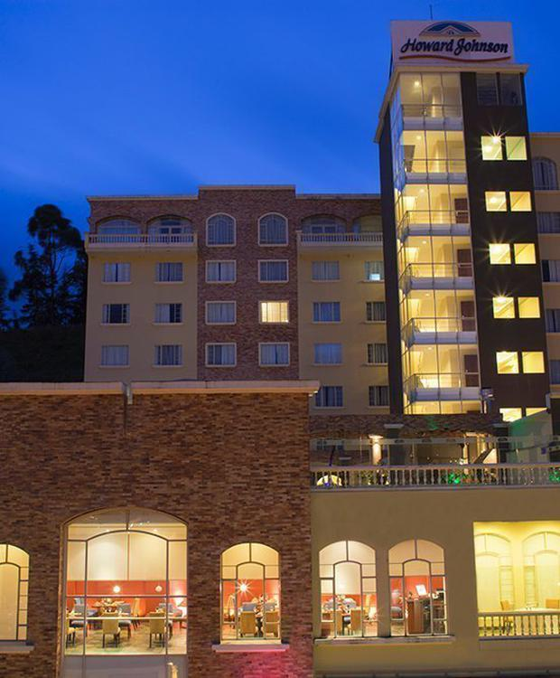 Fachada Hotel Howard Johnson Loja Loja