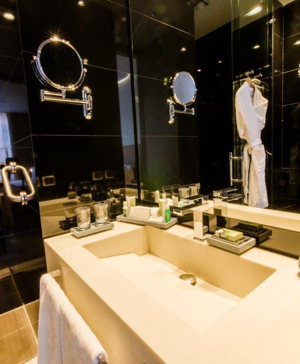 Baño Habitación Estándar Bioxury Hotel Bogotá